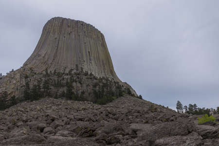 pila: Devils Tower Standing in Stark Contrast to the Cloudy Sky