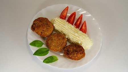 Meatloaf dish with basil and tomato 2.