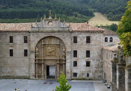 Monasterio de Yuso,entrada en la antigua camara abacial, hoy hosteria, San Millan de la Gogolla, La Rioja, Spain Banco de Imagens