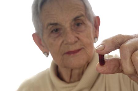 mujeres maduras: pastillas para tomar mayor mujer Foto de archivo