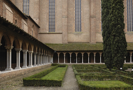 cloister: Cloister of Jacobins Church in Toulouse, France Stock Photo