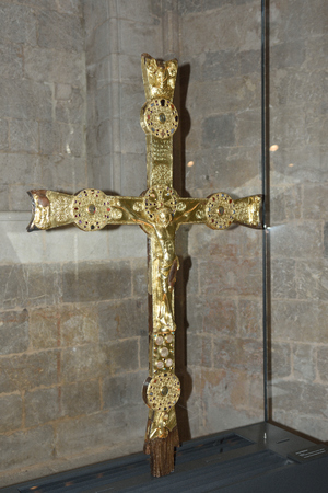 alt: Cross at the Monastery of Vilabertran in Girona, Spain