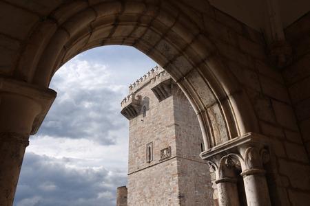 tres: Tres Coroas ,(Three Crowns) Tower, Estremoz, Alentejo region, Portugal Editorial