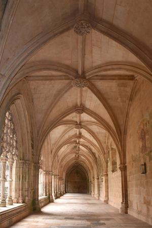 vitoria: Cloister of the Monastery of Santa Maria da Vitoria, Batalha, Centro region, Portugal Editorial