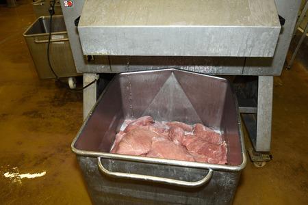 textura: industria della carne, dopo l'iniezione di salamoia nella carne,
