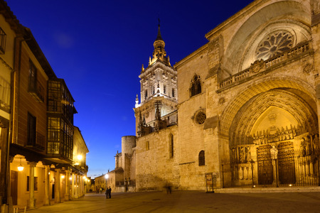 Nacht in de kathedraal, El Burgo de Osma, Soria provincie, Castilla-Leon, Spanje