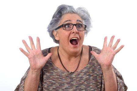 Überraschte Frau auf weißem Hintergrund