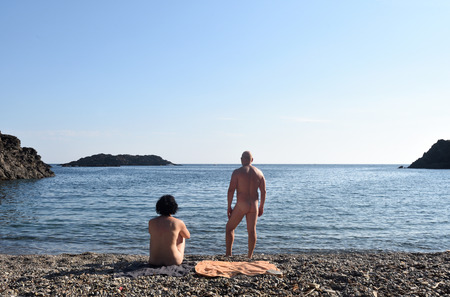 Nudist couple on a beach Banque d'images