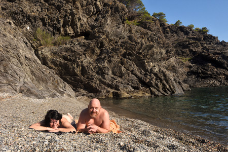 Nudist couple on a beach 免版税图像