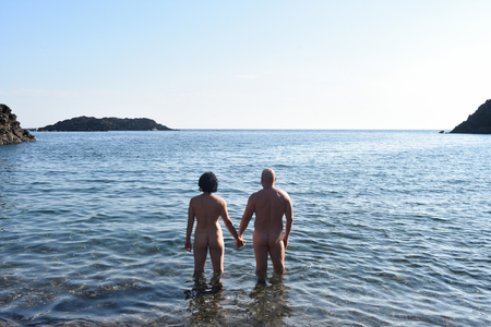 a nudist couple on the beach Foto de archivo
