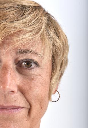 close-up van het gezicht van een vrouw van middelbare leeftijd