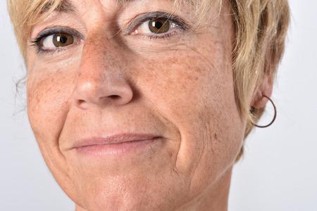 gros plan du visage d'une femme d'âge moyen