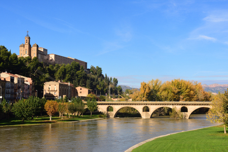 View of Balaguer with the river Segre, LLeida province, Spain Banco de Imagens - 114700605