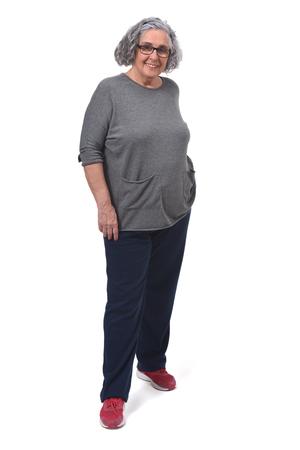retrato, de, mujer, con, sportsweare, blanco, plano de fondo