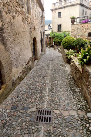 street of old town of Tossa de Mar, Girona province, Catalonia, Spain 版權商用圖片 - 155807407
