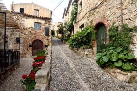 street of old town of Tossa de Mar, Girona province, Catalonia, Spain 版權商用圖片 - 155807286