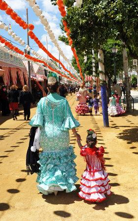 Feria de Sevilla, mother with daughter
