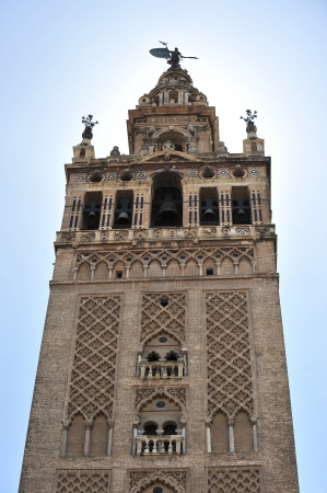 edificación: Campanario de la Catedral, la Giralda en Sevilla