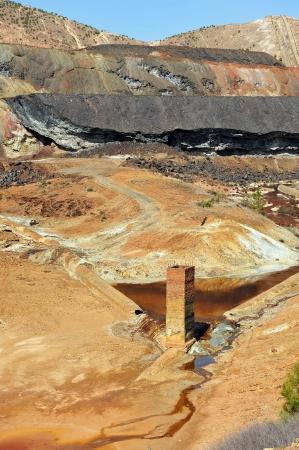 mundo contaminado: Paisaje minero, las minas de cobre de Río Tinto, Huelva, España Foto de archivo