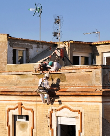 Risk Work, bricklayers working at height
