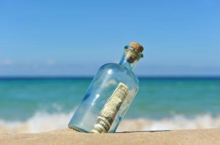 Dix billets de dollar dans la bouteille Banque d'images - 22990794