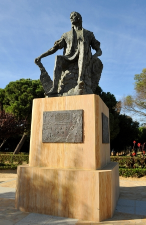 Estatua de Crist�bal Col�n en el Monasterio de la R�bida, Huelva, Espa�a photo