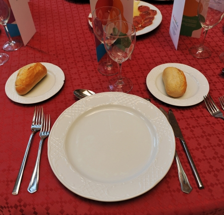 banquet facilities: Round table prepared for celebrating a banquet