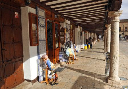 almagro: Craft shops in the main square of Almagro, La Mancha, Spain