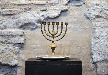 Menorah, Synagoge, das Jüdische Viertel von Cordoba, Andalusien, Spanien Standard-Bild - 25389461