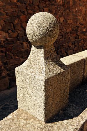 edificación: Detalle arquitect�nico de granito, ciudad monumental de C�ceres, Extremadura, Espa�a