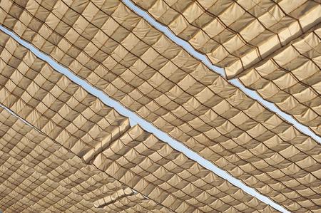 sun s: Costruire con tende di tela per il calore del sole s durante l'estate in Andalusia, Spagna Archivio Fotografico