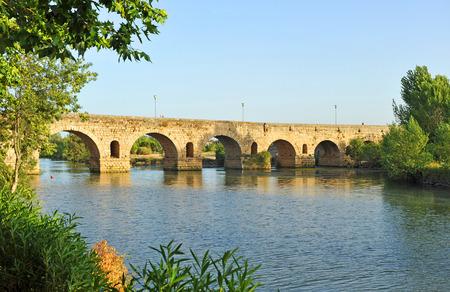 merida: Roman bridge over the Guadiana river, Merida, Badajoz Province, Extremadura, Spain Stock Photo