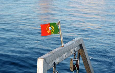 actividad econ�mica: Puerto pesquero de Olhao, Algarve, bandera de Portugal, el sur de Europa