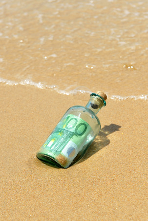 100 euro bills in a bottle found on the beach photo