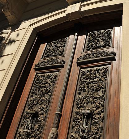 herrenhaus: Alte Holz-Gateway mit Leisten, Herrenhaus geschnitzt