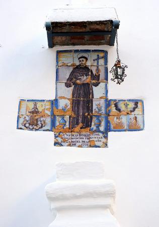 retablo: Azulejos retablo religioso, San Nicol�s de Tolentino, Cazalla de la Sierra, provincia de Sevilla, Andaluc�a, Espa�a Foto de archivo
