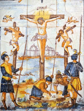 retablo: Jes�s en la Cruz, el Monte Calvario, V�a Crucis, azulejos retablo religioso, C�diz, Andaluc�a, Espa�a