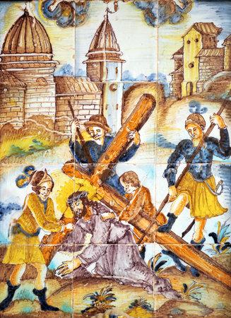 retablo: Jesucristo y el Cirineo, V�a Crucis, azulejos retablo religioso, C�diz, Andaluc�a, Espa�a