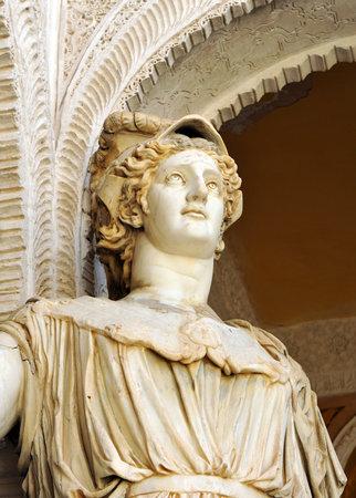 escultura romana: Atenea, diosa mitol�gica, escultura romana, Palacio de Pilatos, Sevilla, Andaluc�a, Espa�a Editorial