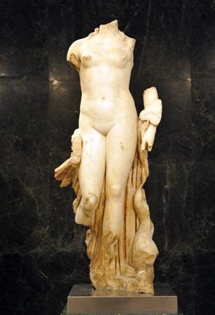 escultura romana: Venus Afrodita, diosa del amor, la escultura romana
