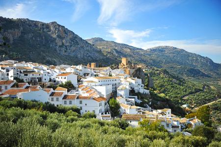 Vue panoramique de Zuheros, Parc Naturel Subbetica, la province de Cordoue, Espagne Banque d'images - 36327951