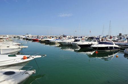 literas: Marbella, embarcaciones deportivas en el puerto deportivo, Costa del Sol, Málaga, España Editorial
