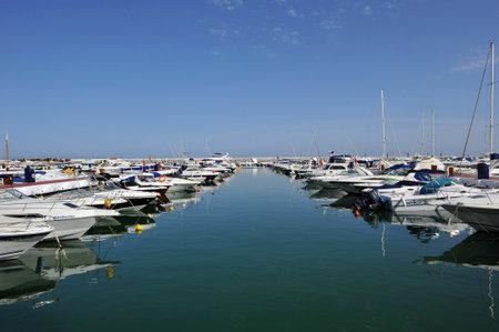 literas: embarcaciones deportivas en el puerto deportivo, Marbella, Costa del Sol, provincia de Málaga, España