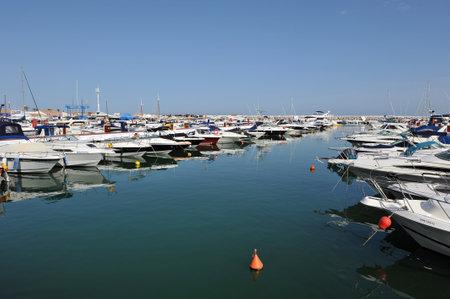 literas: Barcos de recreo en el puerto deportivo, Marbella, Costa del Sol, Málaga, España