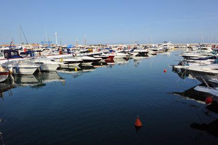 literas: Barcos deportivos atracados en Puerto Banús Marina, Marbella, Costa del Sol, Málaga, España