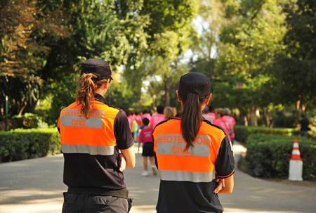 emergency vest: A popular race, two women of Civil Protection, Spain