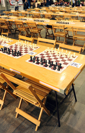 simultaneous: Simultaneous chess matches