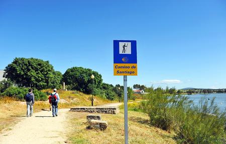 steelyard: Pilgrims along the shore, Roman reservoir of Proserpina, Merida, province of Badajoz, Spain Stock Photo