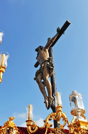 fraternidad: Jesucristo en la cruz, Cachorro, semana santa de Sevilla, hermandad, Andaluc�a, Espa�a