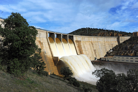 floodgates: Panoramic view of the Montoro reservoir, Ciudad Real province, Castilla la Mancha, Spain